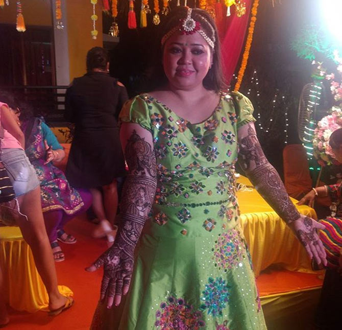 Current Bollywood News & Movies - Indian Movie Reviews, Hindi Music & Gossip - PIX: Bharti-Haarsh's mehendi ceremony