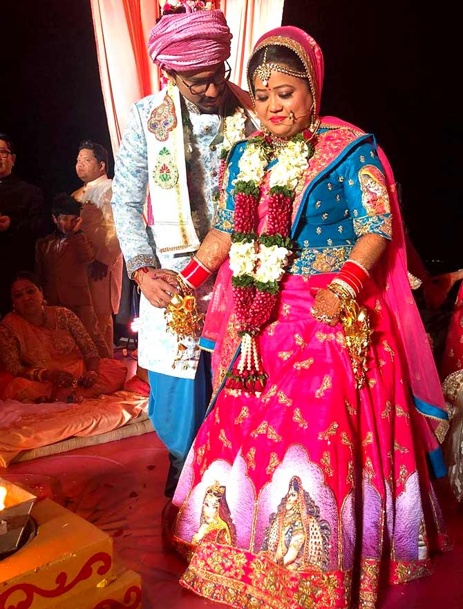 Current Bollywood News & Movies - Indian Movie Reviews, Hindi Music & Gossip - PIX: Bharti weds Haarsh