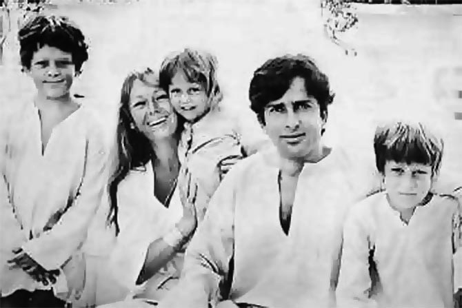 Shashi Kapoor with his family