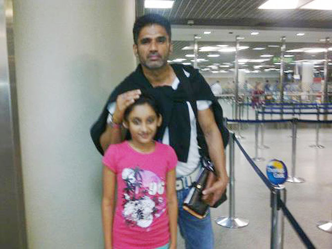 Current Bollywood News & Movies - Indian Movie Reviews, Hindi Music & Gossip - Spotted: Suniel Shetty at Mumbai airport