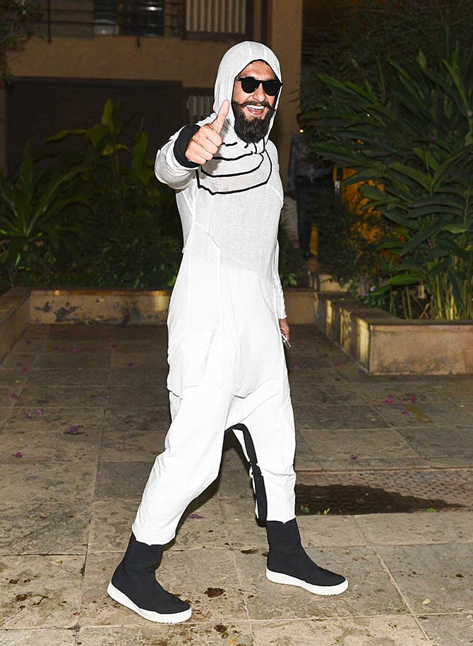 Latest News from India - Get Ahead - Careers, Health and Fitness, Personal Finance Headlines - Ugh! What was Ranveer dressed like?
