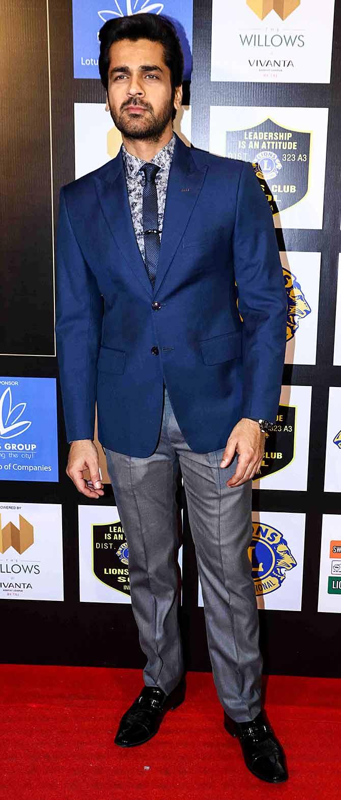 Astonishing Pix Aishwarya Tiger Shroff At An Awards Show Rediff Com Movies Hairstyle Inspiration Daily Dogsangcom