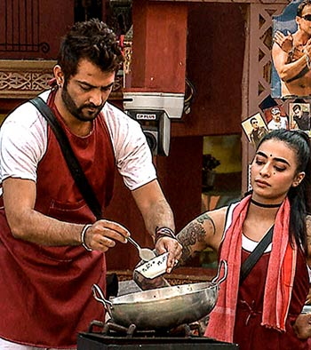 Current Bollywood News & Movies - Indian Movie Reviews, Hindi Music & Gossip - Bigg Boss 10: Housemates cook up a storm!