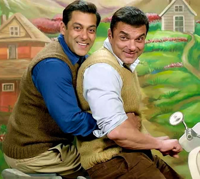 Current Bollywood News & Movies - Indian Movie Reviews, Hindi Music & Gossip - VIDEOS: Being Salman is such fun!