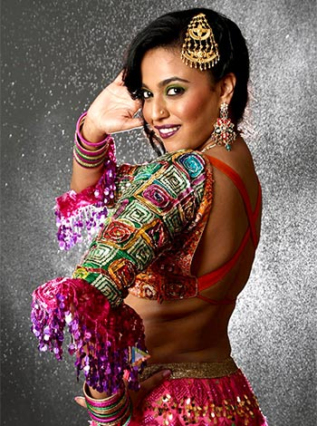 Current Bollywood News & Movies - Indian Movie Reviews, Hindi Music & Gossip - Review: Why aren't you watching Anaarkali Of Aarah?