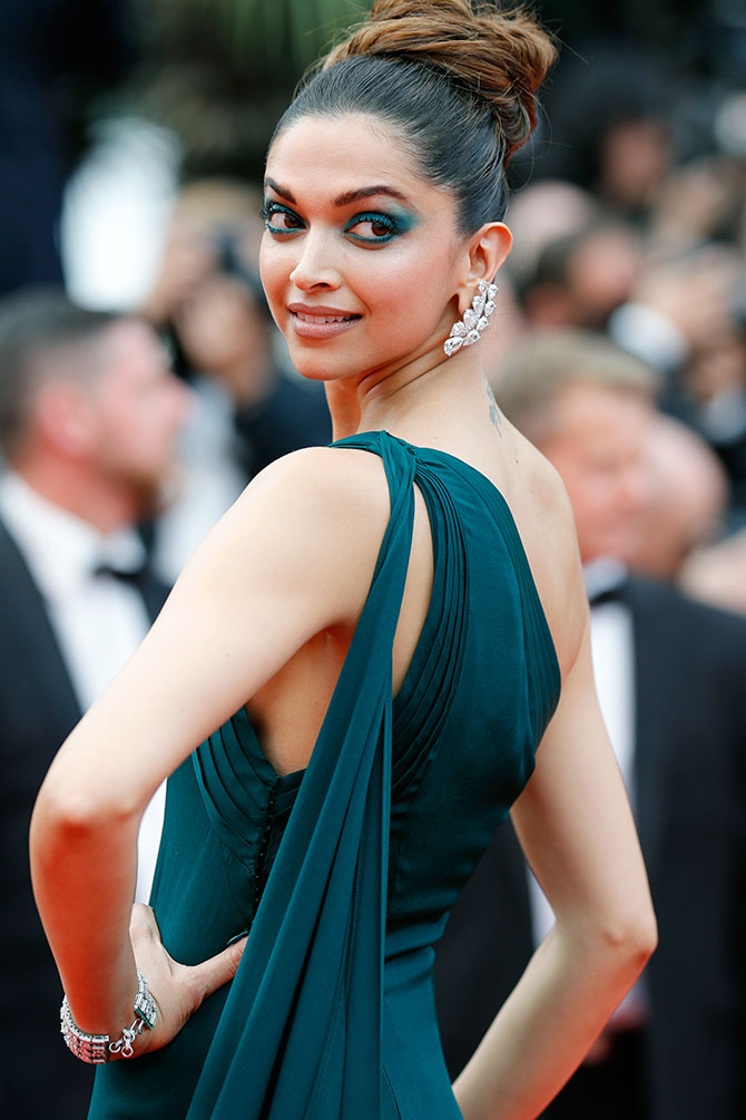 Current Bollywood News & Movies - Indian Movie Reviews, Hindi Music & Gossip - Cannes Day 2: Deepika steals the show in teal!