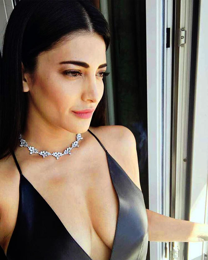 Current Bollywood News & Movies - Indian Movie Reviews, Hindi Music & Gossip - Shruti Haasan's bold black choices at Cannes