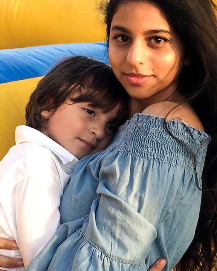 Srk son aryan with his girlfriend navya - 2 3
