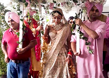 Current Bollywood News & Movies - Indian Movie Reviews, Hindi Music & Gossip - PIX: Aisha actress Amrita Puri gets married