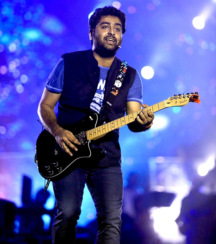 Current Bollywood News & Movies - Indian Movie Reviews, Hindi Music & Gossip - PIX: Arijit Singh wows Mumbai