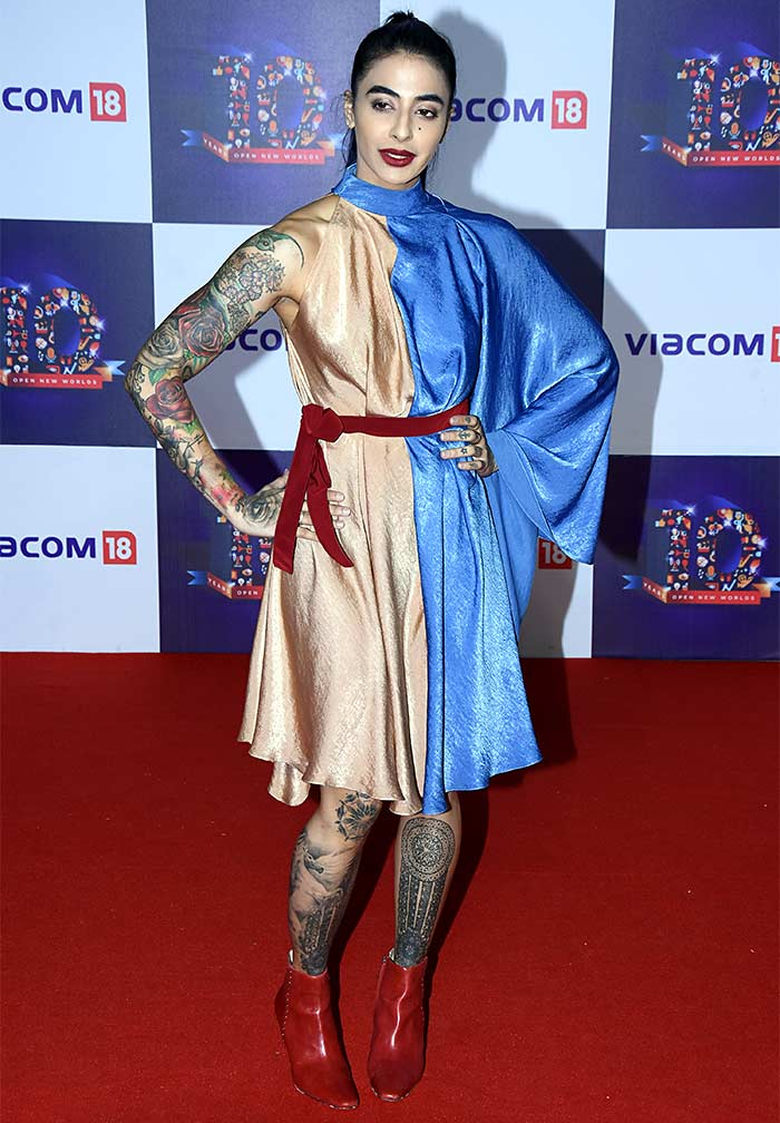 Current Bollywood News & Movies - Indian Movie Reviews, Hindi Music & Gossip - PIX: Bani, Rochelle, Falguni Pathak go for a party!
