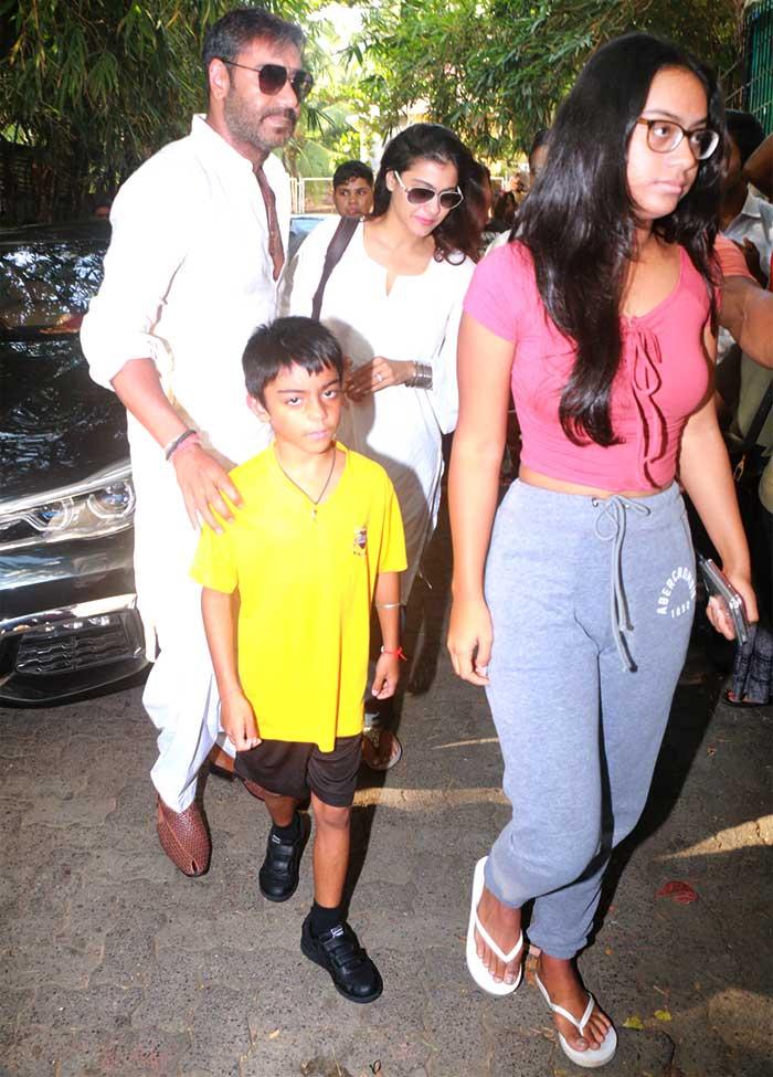 Ajay Devgn Watches Golmaal Again With Kajol Kids Rediffcom Movies