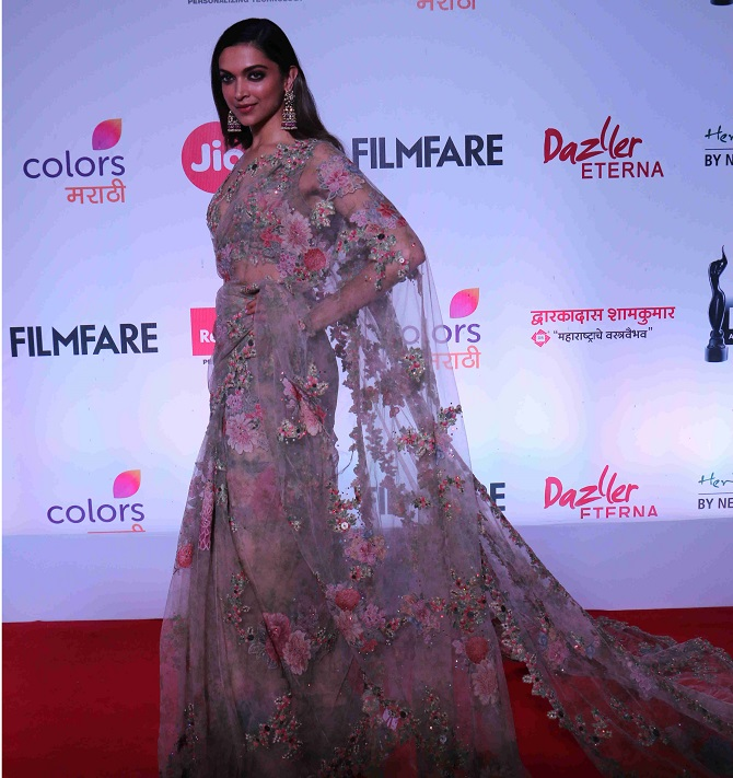 Prahaar The Final Attack Nana Patekar: PIX: Madhuri, Deepika Mingle At An Awards Ceremony