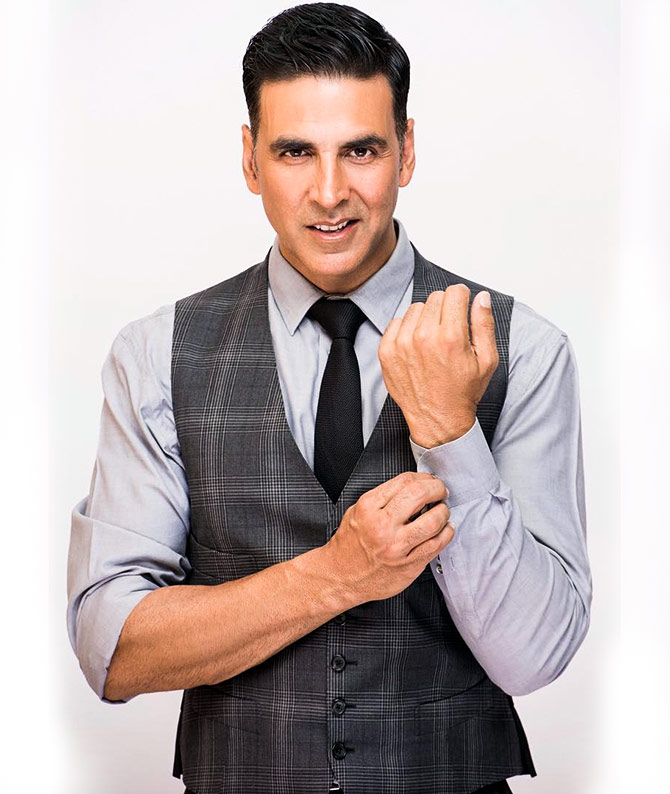 Current Bollywood News & Movies - Indian Movie Reviews, Hindi Music & Gossip - Akshay beats Salman in highest paid celebs list