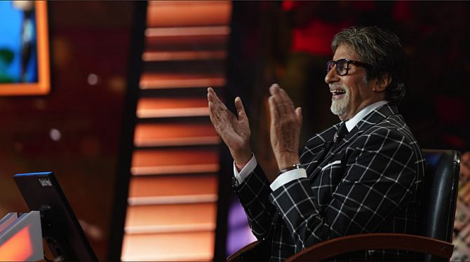 Current Bollywood News & Movies - Indian Movie Reviews, Hindi Music & Gossip - Watch! Amitabh has a confession to make