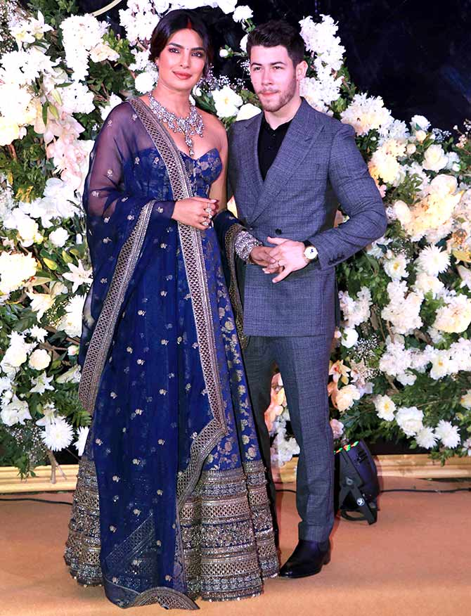 Current Bollywood News & Movies - Indian Movie Reviews, Hindi Music & Gossip - PIX: Gorgeous Priyanka, Nick's Mumbai reception