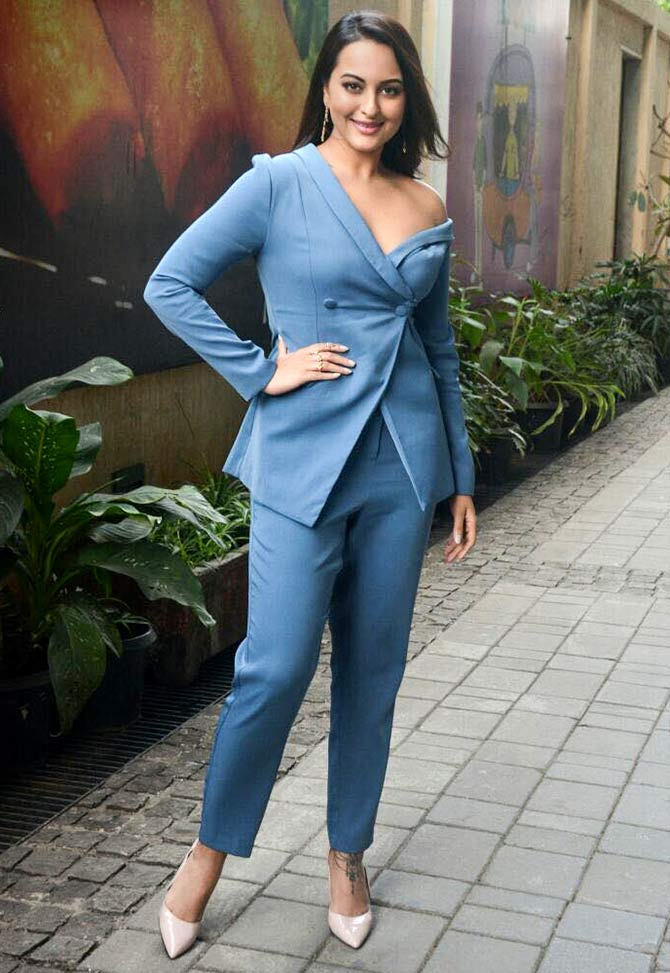 Does Sonakshi Look Hot Vote Rediff Com Movies