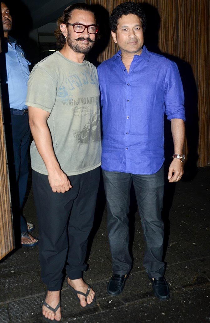 Current Bollywood News & Movies - Indian Movie Reviews, Hindi Music & Gossip - PIX: Aamir's dinner with Sachin