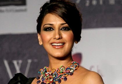 Current Bollywood News & Movies - Indian Movie Reviews, Hindi Music & Gossip - Bollywood prays for Sonali Bendre
