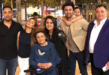 Current Bollywood News & Movies - Indian Movie Reviews, Hindi Music & Gossip - PIX: Ranbir celebrates mum's birthday in Paris
