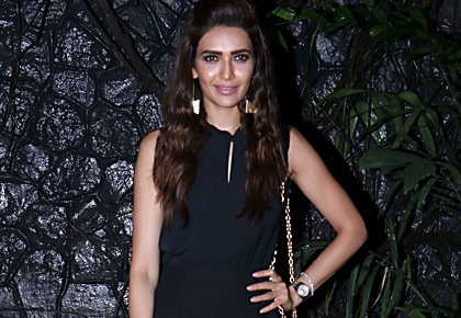 Current Bollywood News & Movies - Indian Movie Reviews, Hindi Music & Gossip - PIX: Karishma, Surbhi, Rakshanda at Pearl's party