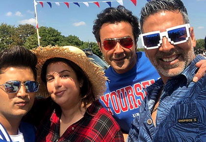 Current Bollywood News & Movies - Indian Movie Reviews, Hindi Music & Gossip - What is Farah doing in London with Akshay, Riteish, Bobby?