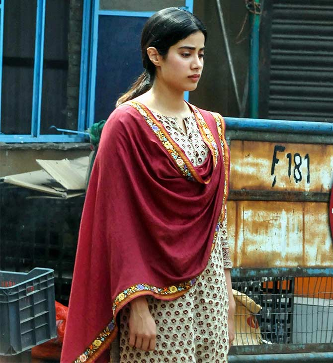 Current Bollywood News & Movies - Indian Movie Reviews, Hindi Music & Gossip - PIX: Janhvi shoots for Dhadak in Kolkata