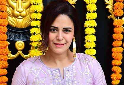 Current Bollywood News & Movies - Indian Movie Reviews, Hindi Music & Gossip - PIX: Mona Singh celebrates with Ekta Kapoor