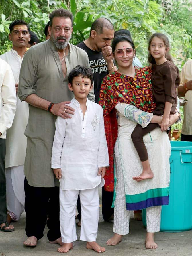 Sanjay Dutt, family bid adieu to Lord Ganesha - Rediff.com ...