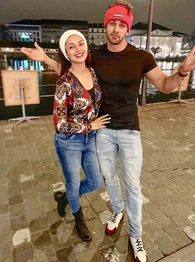 Current Bollywood News & Movies - Indian Movie Reviews, Hindi Music & Gossip - PIX: Telly stars Divyanka- Vivek have Swiss fun