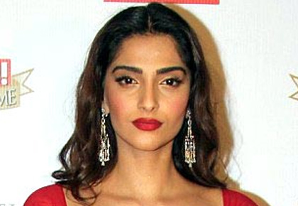 How to look RED HOT like Sonam!