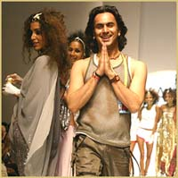 Designer Aki Narula at the LIFW 2003