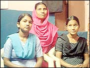 Bano Bi with daughters Noor Jahan and Bilkis