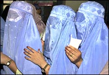 Pakistani women queue up to cast their ballots at a polling station in the local government election in Peshawar, August 18, 2005.