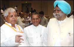 Bihar governer Buta Singh with Railway Minister Lalu Prasad Yadav