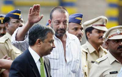Sanjay Dutt coming out of Pune's Yerwada jail