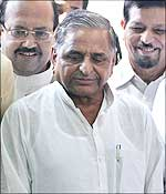 Leaders of the Left Front lead by SP chief Mulayam Singh Yadav