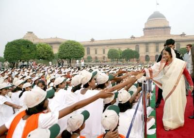 President Pratibha Patil greets the children at the Rashtrapati Bhavan