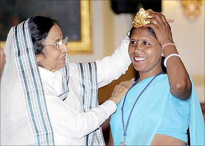 Pratibha Patil with Usha Chomar, who was crowned at the New York show of the United Nations Economic and Social Council at the International Year of Sanitation 2008 recently.