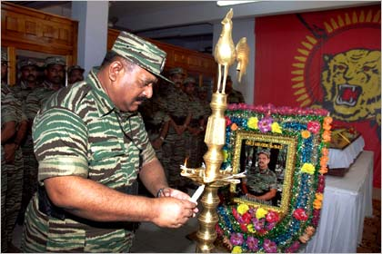 LTTE chief Velupillai Prabhakaran pays his last respect to senior LTTE strategist Balasegaram Kandish