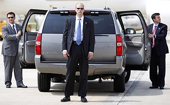 Secret Service agents await the arrival of Obama, alongside his SUV at Raleigh-Durham airport