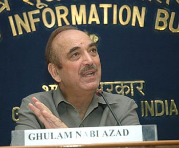 Azad briefing the media on H1N1 in New Delhi