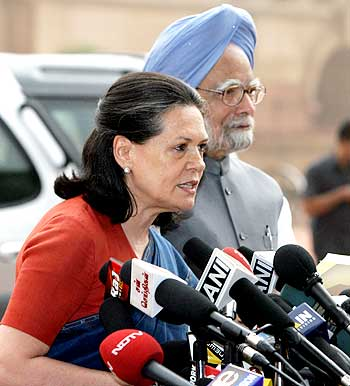 Congress chief Sonia Gandhi addresses the media with Prime Minister Manmohan Singh
