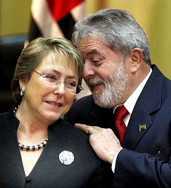 Brazil's President Luiz Inacio Lula da Silva chats with his Chilean counterpart Michelle Bachelet during their meeting in Sao Paulo