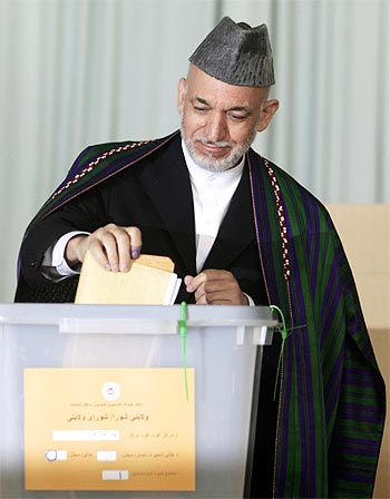 Afghanistan President Hamid Karzai casts his vote in Kabul