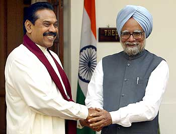 Sri Lankan President Mahinda Rajapakse with Prime Minister Manmohan Singh.