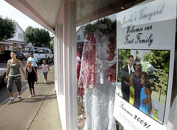 A storefront sign welcomes US President Barack Obama and his family to Martha's Vineyard.