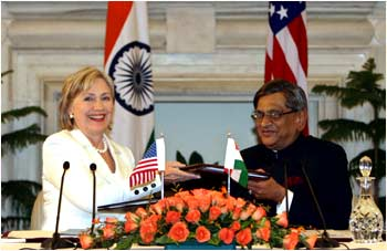 US Secretary of State Hillary Clinton and India's Foreign Minister S M Krishna
