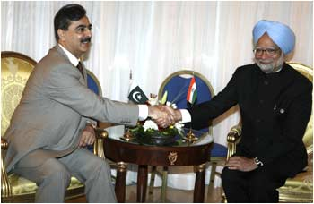 Indian and Pakistan prime ministers meet in Sharm-el-Sheikh