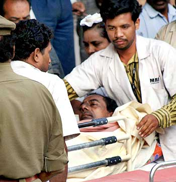 TRS President Chandrasekhara Rao being shifted to Nizam Institue of Medical Sciences during his fast until death protest